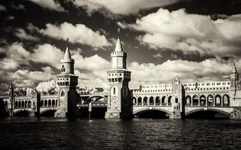 Oberbaumbrücke - fotokunst von Holger Nimtz