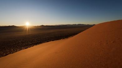 Dennis Wehrmann, Sonnenaufgang im Namib Naukluft Park Namibia (Namibia, Afrika)