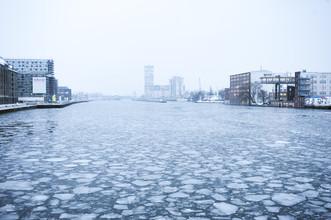 Eingefrorene Spree - fotokunst von Piero Chiussi