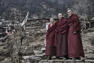 Tibetan Nuns - fotokunst von Jan Møller Hansen