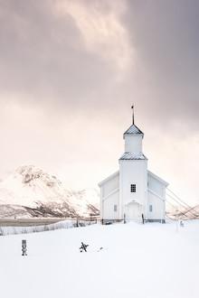 Kirche von Gimsøy - fotokunst von Michael Stein