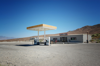 Katja Diehl, Gasstation in Death Valley. (Vereinigte Staaten, Nordamerika)