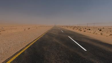 Dennis Wehrmann, the namib desert starts in front of luederitz, vir lüderitz beginnt die namibwüste (Namibia, Afrika)