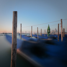 Dennis Wehrmann, Sonnenaufgang Gondolas Piazza San Marco | Venedig (Italien, Europa)
