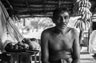 Lucas Paolo K, old sri lankan man and his curry shack (Sri Lanka, Asien)