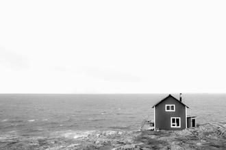 Daniel Schoenen, Häuschen am Meer (Schweden, Europa)