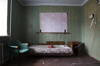 Lost Places: Sowjetisches Bergarbeiterheim - fotokunst von Jens Rosbach