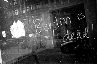 Berliner Todesanzeige - fotokunst von Janek Markstahler