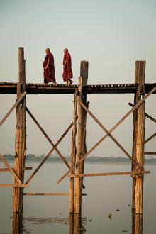 Sebastian Rost, Mönche auf der U Bein (Myanmar, Asia)