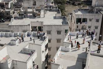 Enok Holsegaard, Familien auf dem Dach (Indien, Asien)