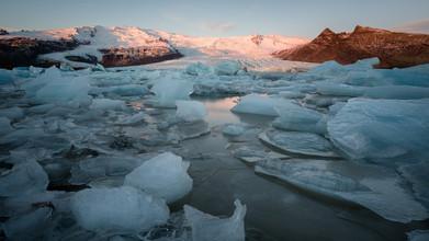 Dennis Wehrmann, Sonnenaufgang an der Gletscherlagune Fjallsjoekull (Island, Europa)