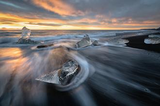 Dennis Wehrmann, Eisberge im Sonnenaufgang bei Joekulsarlon (Island, Europa)