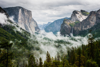 Johannes Christoph Elze, Foggy Yosemite Valley (United States, North America)