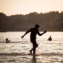 Sebastian Rost, Junge im Ganges (India, Asia)