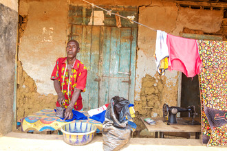 Miro May, Tailor (Sierra Leone, Afrika)