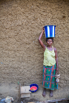 Miro May, Bucket (Sierra Leone, Afrika)