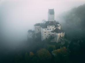 Die Burg im Nebel - fotokunst von Patrick Monatsberger