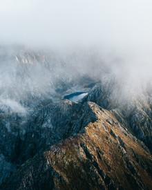 Frederik Schindler, Ein Bergsee umgeben von Felsen (Norwegen, Europa)
