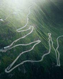 Frederik Schindler, Ein kurviger Gebirgspass in der Schweiz (Schweiz, Europa)