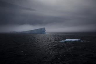 Eisberg im Nebel - fotokunst von Jens Rosbach