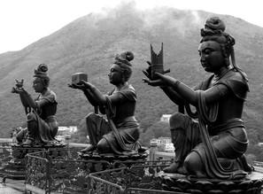 N. Von Stackelberg, Statuen beim Großen Buddha (Hong Kong, Asia)