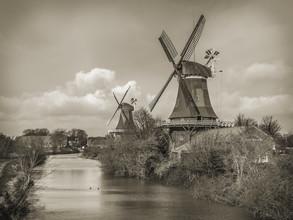 Greetsieler Zwillingsmühlen - fotokunst von Jörg Faißt