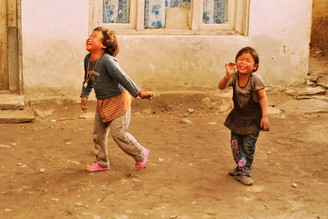 Julia Hafenscher, Lachen ist gesund (Nepal, Asien)