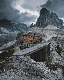 Hütte in den Dolomiten - Fineart photography by Jan Keller