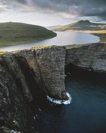 Jan Keller, Lake above the Atlantic Ocean (Faroe Islands, Europe)