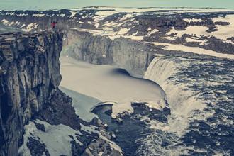 Franz Sussbauer, Wasserfall mit Eisdecke (Island, Europa)