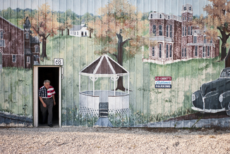 Jakob Berr, Man and mural, USA (Vereinigte Staaten, Nordamerika)
