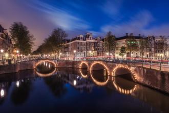 Jean Claude Castor, Die Grachten in Amsterdam am frühen Morgen (Niederlande, Europa)
