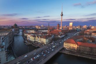 Jean Claude Castor, Berlin Abendhimmel über der Stadt (Deutschland, Europa)