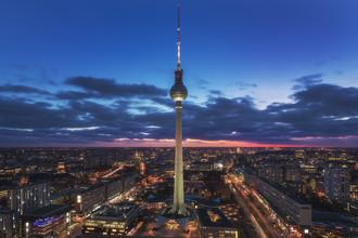 Jean Claude Castor, Berlin Skyline zur blauen Stunde (Deutschland, Europa)