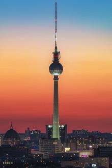 Jean Claude Castor, Berlin Fernsehturm mit Farbverlauf (Deutschland, Europa)