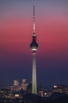 Jean Claude Castor, Berlin Fernsehturm mit fantastischem Himmel (Deutschland, Europa)