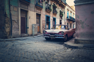 Franz Sussbauer, Old Havana with pink oldtimer (Cuba, Latin America and Caribbean)