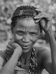 Phyllis Bauer, Portrait einer Bushman Frau (Namibia, Afrika)
