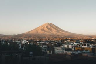 Ueli Frischknecht, El Misti - A volcano and its city (Peru, Latin America and Caribbean)