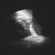 Rova Fineart - Simone Betz, Entering light (Germany, Europe)