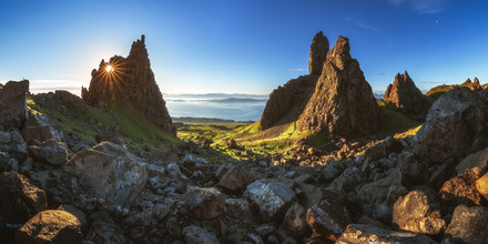Jean Claude Castor, Schottland Isle of Skye Old Man of Storr Panorama am Morgen (Großbritannien, Europa)
