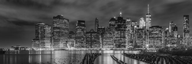 Melanie Viola, NEW YORK CITY Monochrome Impression bei Nacht | Panorama (Vereinigte Staaten, Nordamerika)