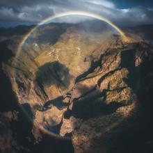 Jean Claude Castor, Teneriffa Masca Schlucht Luftaufnahme mit Regenbogen 360° (Spanien, Europa)