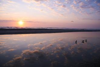 Beauty of a sunrise - the moment of peace - fotokunst von Oona Kallanmaa