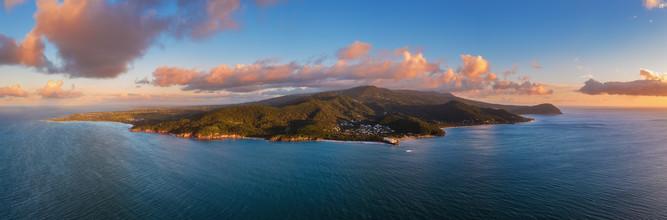 Jean Claude Castor, Guadeloupe Karibikinsel zum Sonnenuntergang als Luftaufnahme (Frankreich, Europa)