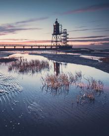 Leuchtturmdenkmal Obereversand zur Blauen Stunde - fotokunst von Franz Sussbauer