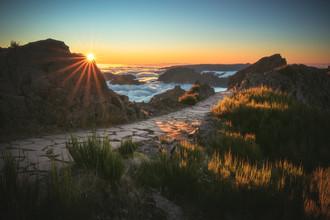 Madeira Pico do Ariero Wanderweg zum Sonnenuntergang - fotokunst von Jean Claude Castor