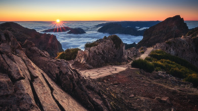 Jean Claude Castor, Madeira Pico do Ariero Sonnenuntergang über dem Nebelmeer (Portugal, Europa)