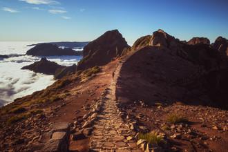 Jean Claude Castor, Madeira Pico do Ariero Wanderweg im Wolkenmeer (Portugal, Europa)
