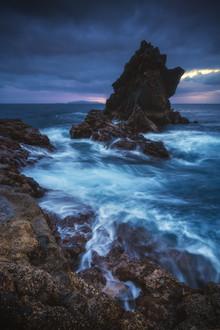 Jean Claude Castor, Madeira Küste mit Felsen bei Santa Cruz de Madeira (Portugal, Europa)